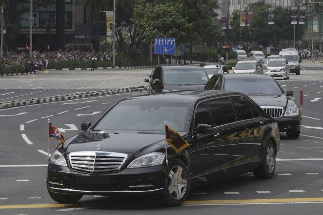 川金一會在新加坡舉行時便可見到金正恩的賓士座車。(美聯社)