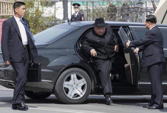 金正恩與俄國總統普亭會面時搭乘的邁巴赫座車。(美聯社)