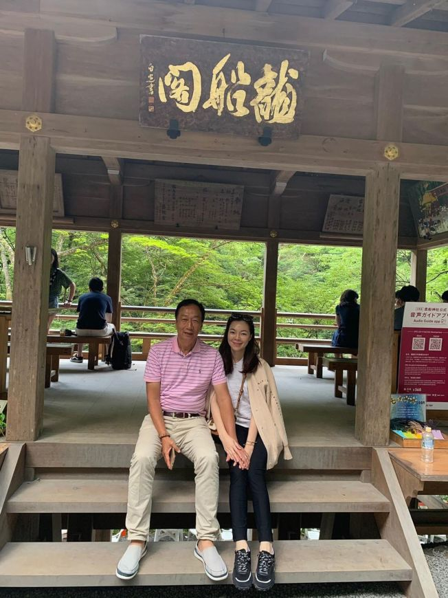 郭台銘在國民黨總統初選民調出爐後,即出國赴日本。(取材自臉書)