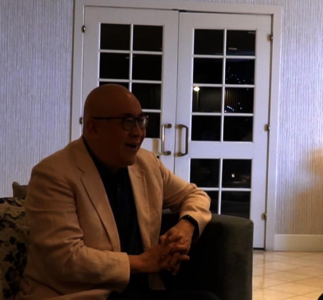 旅美著名歌唱家田浩江講述與王偉忠的跨界合作,開懷大笑。(陳開/攝影)