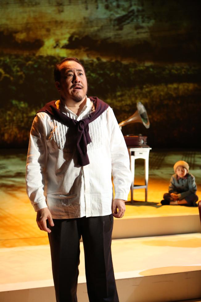 田浩江在《往事只能回味》劇中回顧自己的親身經歷。(全民大劇團提供)
