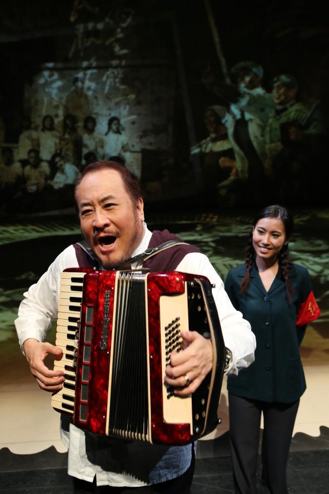 與紐約大都會歌劇院簽約20年的聲樂家田浩江,在此劇中又演又唱。(全民大劇團提供)