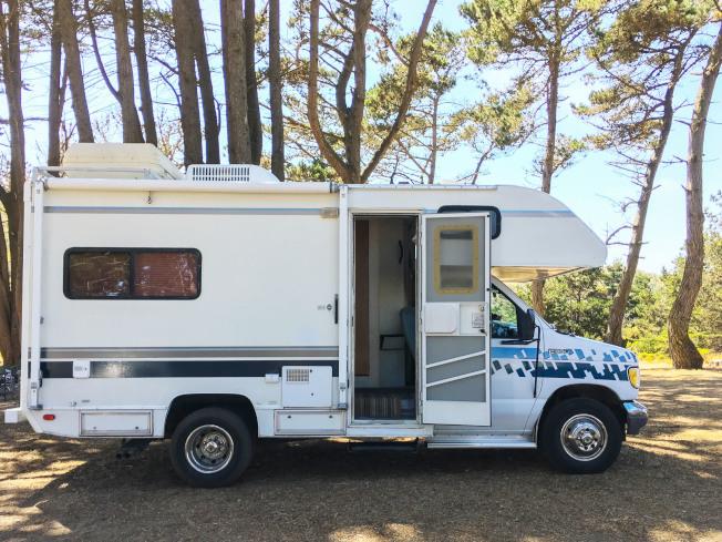我們租用的露營車,長19呎,高約13呎。