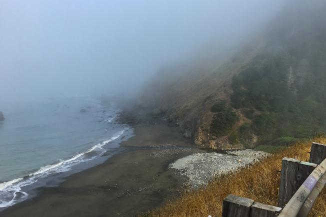 沿海的避車處,可欣賞海灘美景。