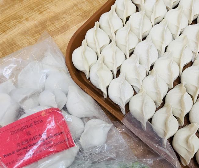 新鮮手工袋裝餃子,方便大家攜帶儲存。