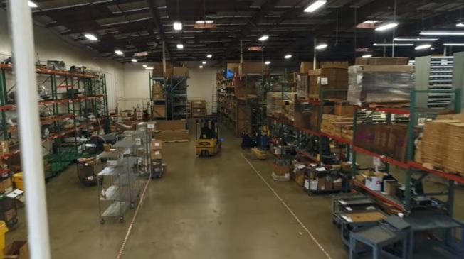 有超過700萬美元全新、二手零件,原廠或各家廠牌的零件庫存,數量超過美國任何其他卡車經銷商。提供技術支持中心,擁有比南加州任何其他經銷商更多的工廠認證技術人員。