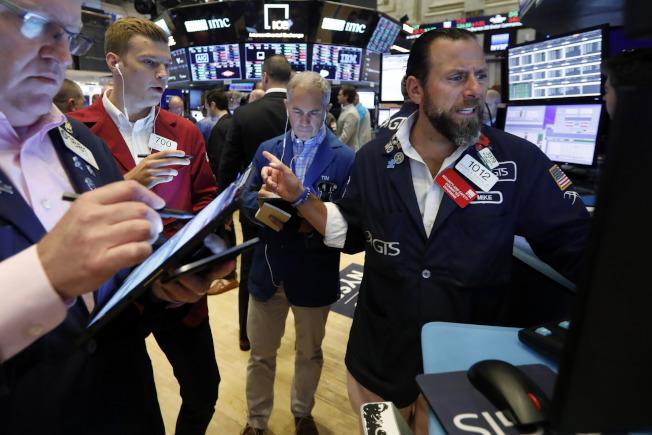 本周史指和那指均下跌1.2%,為五月底來最大單周跌幅。道指下跌0.6%。(美聯社)