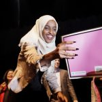 「四人幫」風波/穆斯林國會女議員回明州 群眾高喊:歡迎回家