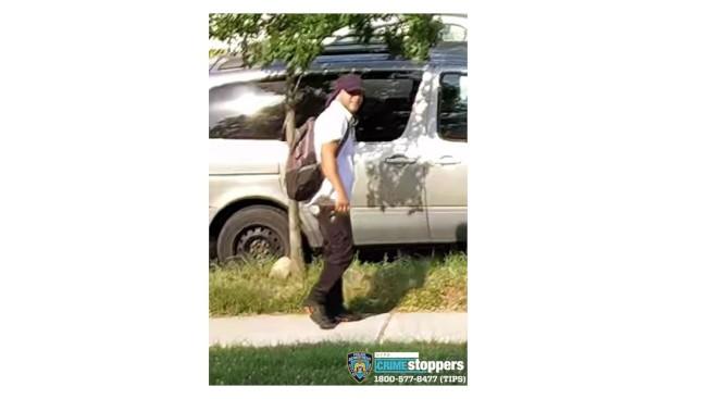 該男子涉嫌從一戶華人住家中盜走近10萬元的財物。(市警提供)