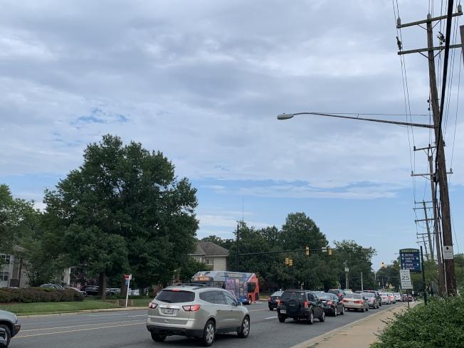 維州州府近日提出將全州成千上萬路燈的普通燈泡改為LED燈泡,提升街道亮度,並延長路燈壽命 (記者張筠 / 攝影)