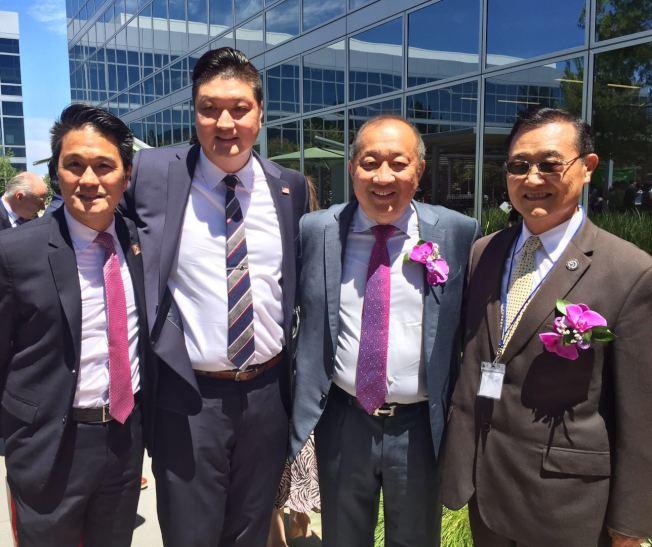泛宇集團總裁胡正國(右二),加州眾議員崔錫浩(右一)。(記者尚頴/攝影)