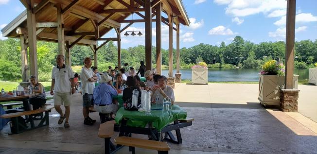 波士頓北一女校友會在風景秀麗的艾克頓鎮Nara公園舉行。(記者唐嘉麗/攝影)
