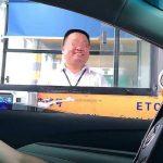 中國版假笑男孩! 高速男收費員「火了」卻「火大了」
