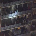 公寓失火!費城蜘蛛人為探母來回攀爬15層樓