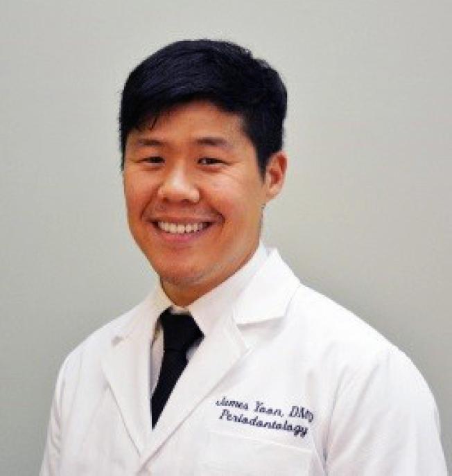 鈦金植牙專科診所植牙與牙周病專科醫生James尹。