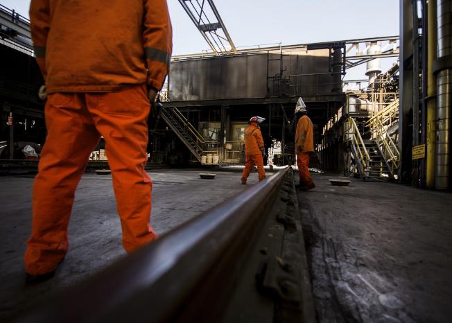 美國鋼鐵公司(U.S. Steel Corp.)今天表示,由於歐洲聯盟以外地區廉價鋼鐵進口品的競爭,接下來兩年將在斯洛伐克裁員大約1/5,約等於2500人。美聯社