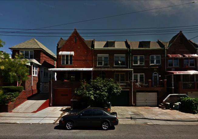 貝瑞吉一名華裔青年日前在住家前被相識的兩名白人男子持武器攻擊。(取自谷歌地圖)