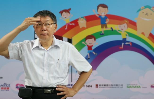 外界關注台北市長柯文哲是否會在總統大選與鴻海創辦人郭台銘「郭柯結盟」,柯20日在參加一項親子活動後受訪表示:「再說吧」。(記者林俊良/攝影)