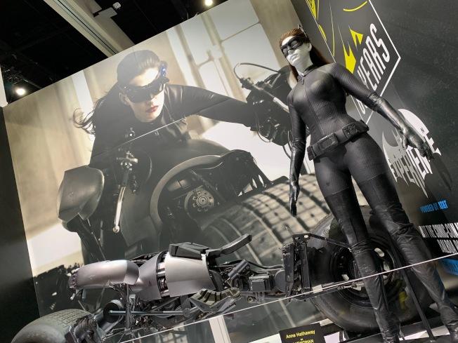 DC漫畫帶來貓女服飾和坐騎。(記者馬雲/攝影)