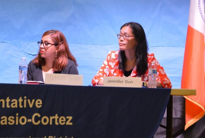孫慧君(右)表示,許多亞裔父母將孩子送回母國讀書,因為擔心一旦被遣返,將和孩子骨肉分離。(記者牟蘭/攝影)