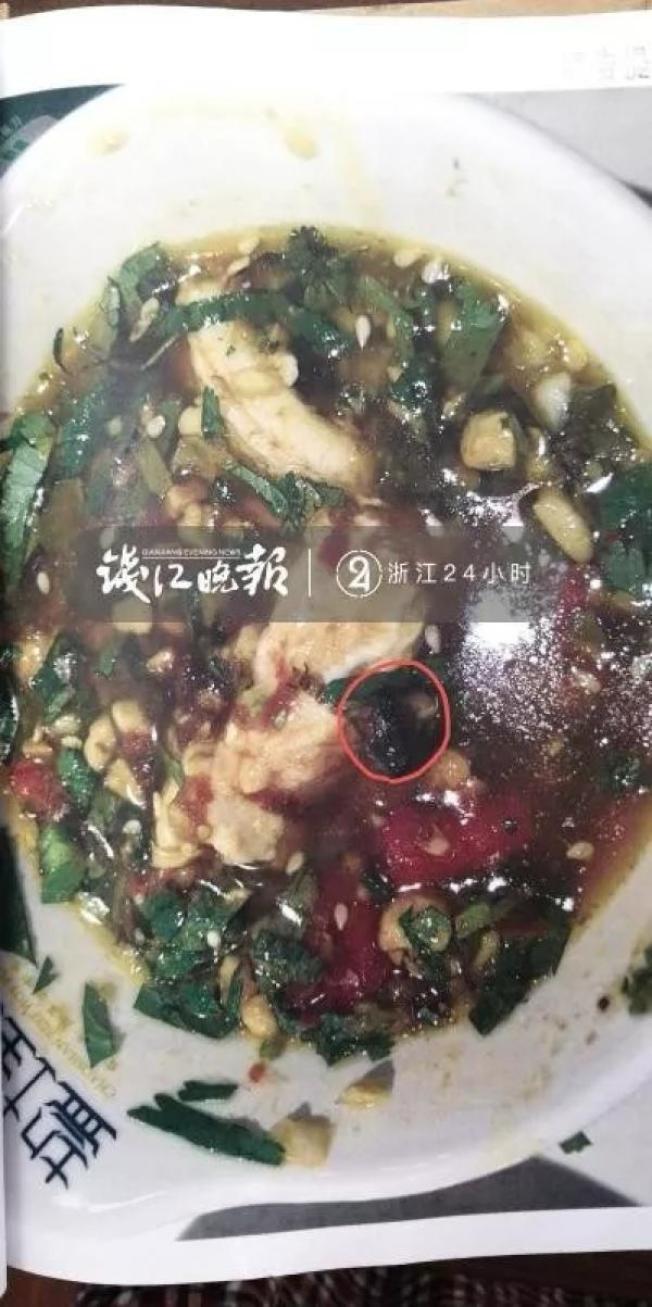 在火鍋店吃飯,結果吃出蟑螂,寧波的方女士將店家告上法庭。(取材自錢江晚報)