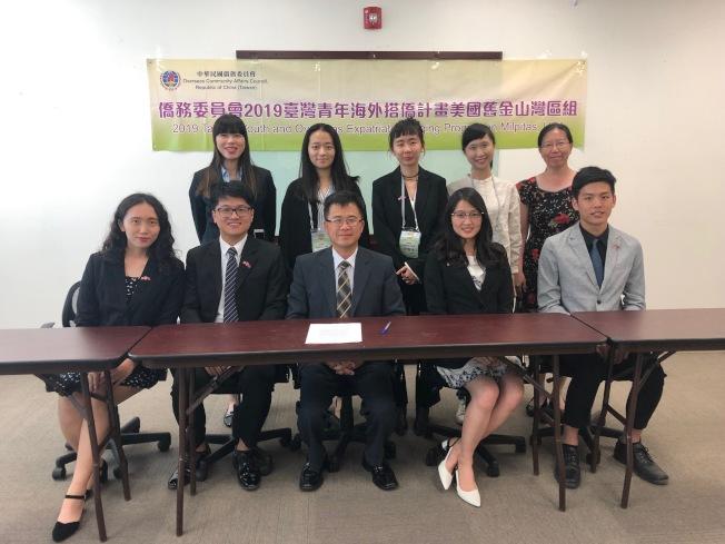 台灣青年海外搭僑計畫舊金山團邀請八位台灣大專院校學生到訪灣區,參與多個僑社活動、餐會,也到許多科技公司、景點參訪。(記者林亞歆/攝影)