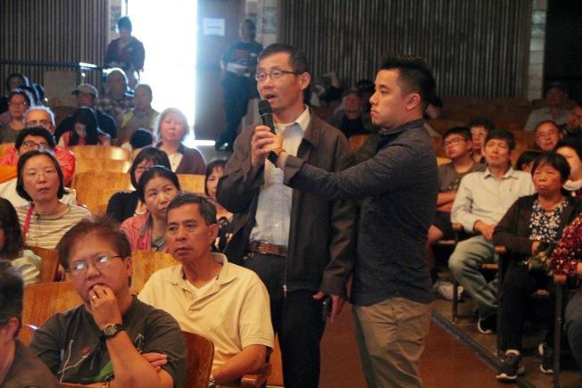 大批華人出席社區大會,反對遊民停車場項目。(記者李晗 / 攝影)