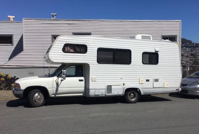 露營車(RV)在舊金山隨處可見。(本報資料照片)