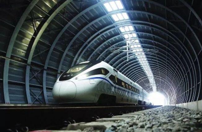 江湛鐵路新會段的隔音隧道以42260片吸音板組成。(取材自中國鐵路))