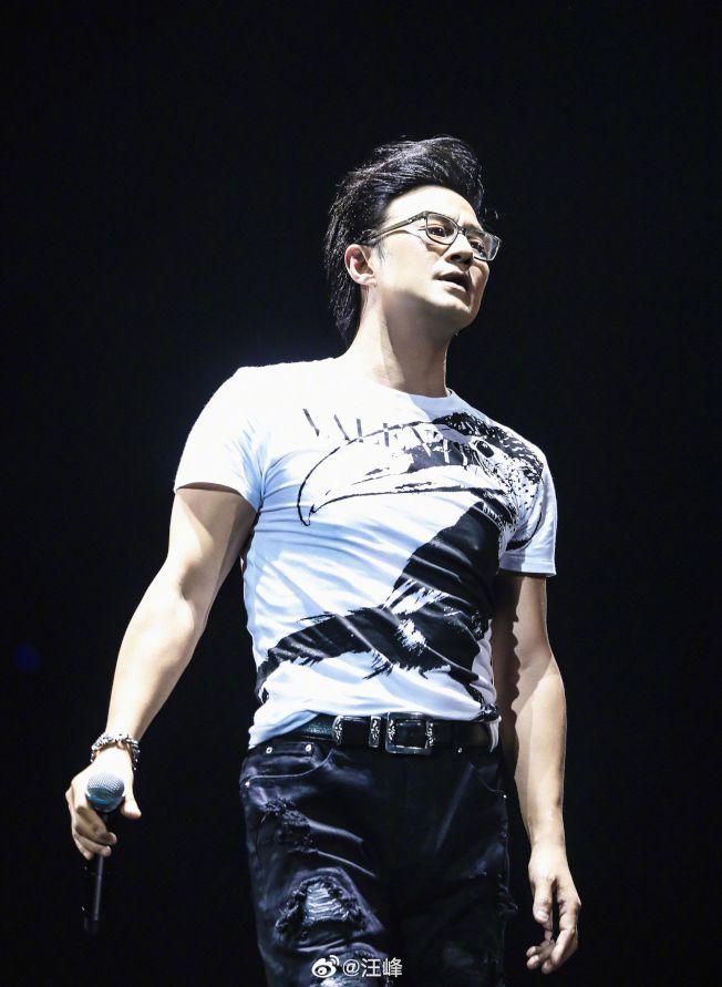汪峰被爆演唱會遲到80分鐘,但其工作室駁斥此說法。(取材自微博)