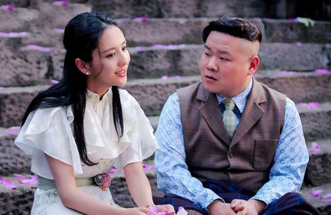 佟麗婭和岳雲鵬拍吻戲,自嘲「挑戰非常大」。(取材自微博)