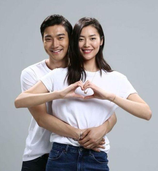 劉雯參加《我們相愛吧》時,和韓星崔始源傳出緋聞。(取材自微博)