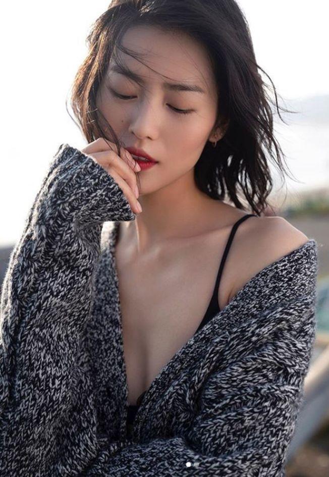 劉雯入選2010S超模名單。(取材自Instagram)