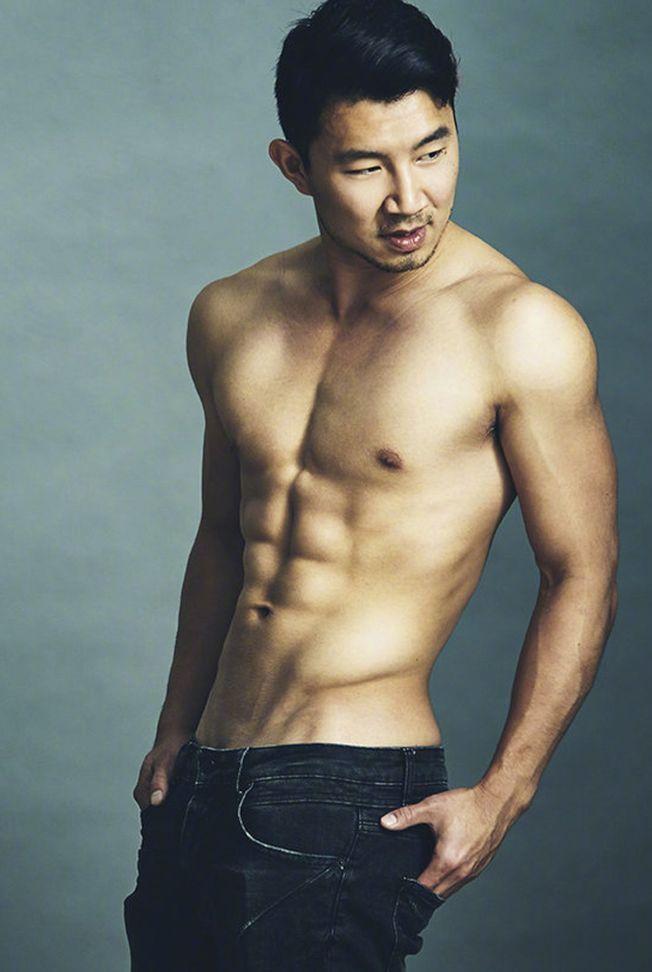 加拿大華裔演員劉思慕是「上氣:十環幫的傳奇」男主角。(取材自微博)