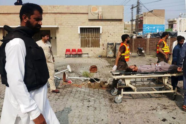 巴基斯坦西北部普赫圖赫瓦省一家醫院遭女性自殺炸彈客攻擊,造成9死30傷。圖╱GettyImages