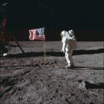 他便宜買到NASA登月影片原檔  182萬拍出  獲利8000倍!