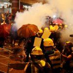 港警發射多枚催涙彈 有人受傷待援  群眾警方對峙中