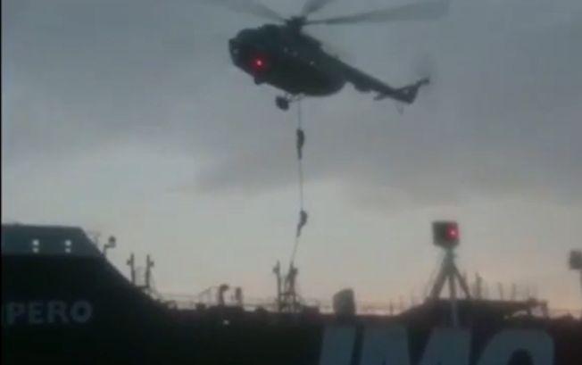 伊朗革命衛隊20日公布的影片顯示,多名蒙面武裝人員從直升機垂降至英國油輪甲板上。(Getty Images)