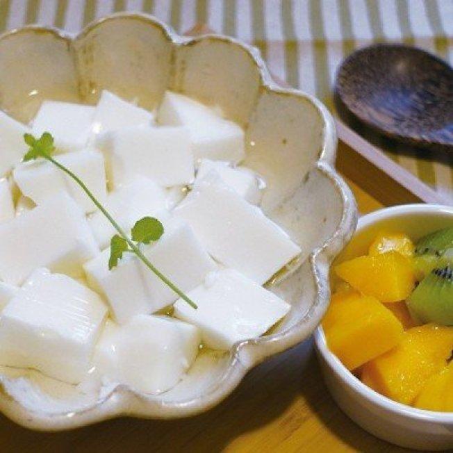 自製的杏仁豆腐,嘗得到天然的杏仁香氣。圖/太陽臉