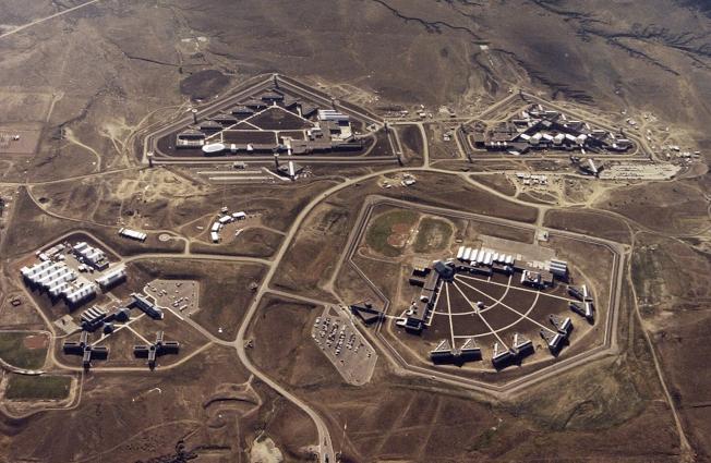 大毒梟古茲曼已送往位於科羅拉多州佛羅倫斯市戒備最森嚴的監獄,這座監獄被稱為ADX或Supermax。圖為從上空俯瞰監獄。(Getty Images)