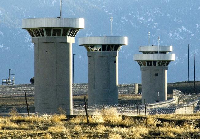 大毒梟古茲曼已送往位於科羅拉多州佛羅倫斯市戒備最森嚴的監獄,這座監獄被稱為ADX或Supermax。圖為監獄外觀。(美聯社)