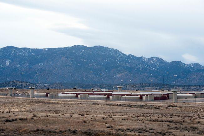 大毒梟古茲曼已送往位於科羅拉多州佛羅倫斯市戒備最森嚴的監獄,這座監獄被稱為ADX或Supermax。圖為監獄外觀。(Getty Images)