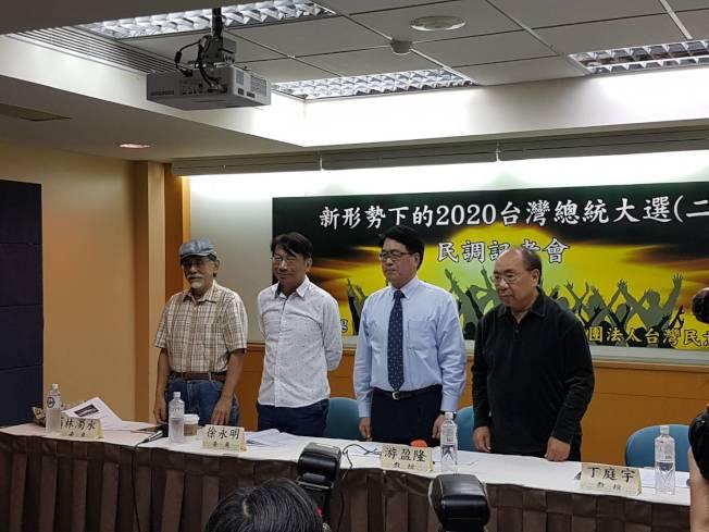 台灣民意基金會22日公布最新民調,若2020蔡韓兩強對決,蔡英文以45.0%支持度,領先韓國瑜的40.1%。(記者/林麗玉攝影)