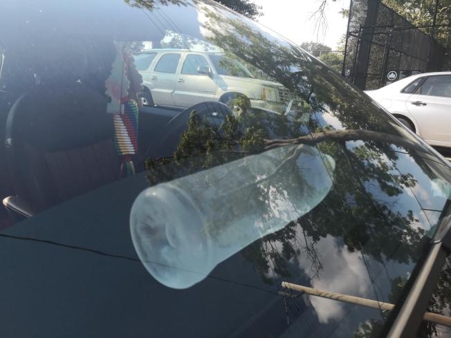 隨意將礦泉水放在車內可能導致車輛起火。(記者黃伊奕/攝影)