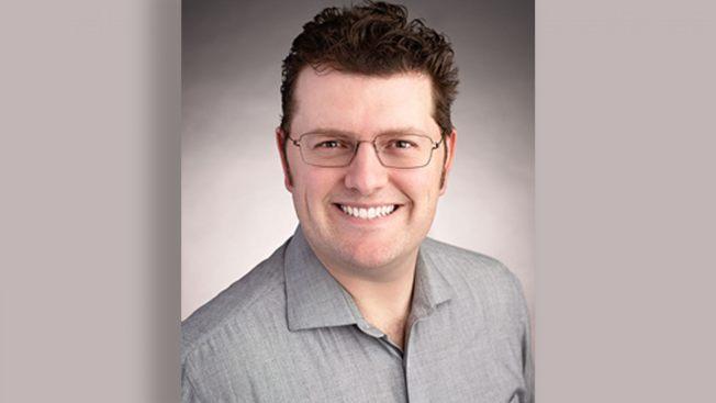37歲的丁格(Lee Dingle)19日在北卡羅來納州海灘遭大浪襲擊,導致頸部斷裂身亡。截自福斯新聞