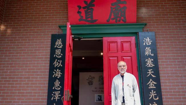 劉啓信說,歡迎更多華裔加入志願者隊伍。(記者梁雨辰/攝影)