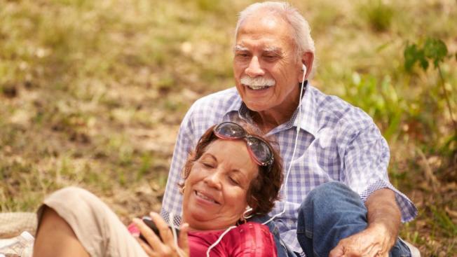 許多人在退休時放棄人壽保險。但專家指出,作為長期財務計畫的一部分,退休期間維持人壽保險有其用處。(取自推特)