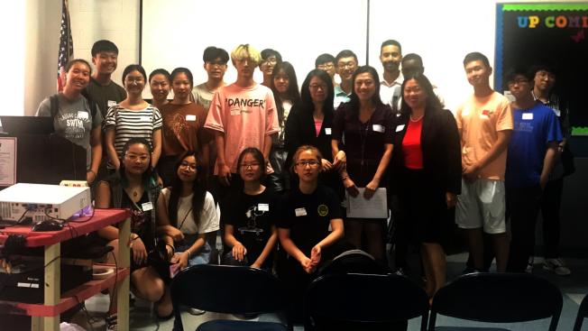 數十名青少年參加「寫簡歷及面試技巧工作坊」。(記者朱蕾/攝影)