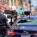 砸砸砸  3車行進中被非裔持長棍破窗
