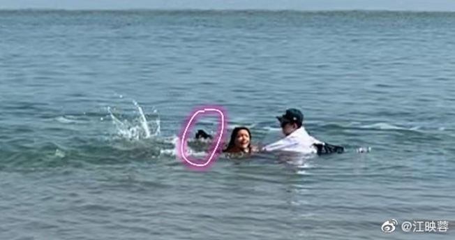 江映蓉在海邊拍MV險溺水,她把這個經歷公開在微博上。(取材自微博)